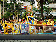 05 DECEMBER 2015 - BANGKOK, THAILAND: People in the plaza at Siriraj Hospital look up to the hospital room of the King on the 88th birthday of Bhumibol Adulyadej, the King of Thailand. Hundreds of people crowded into the plaza hoping to catch a glimpse of the revered Monarch. The King has lived at Siriraj Hospital off and on for more than four years.     PHOTO BY JACK KURTZ