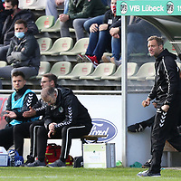 17.10.2020, Dietmar-Scholze-Stadion an der Lohmuehle, Luebeck, GER, 3. Liga, VfB Luebeck vs SG Dynamo Dresden <br /> <br /> im Bild / picture shows <br /> Trainer Rolf Martin Landerl (VfB Luebeck) ist wütend/wuetend<br /> <br /> DFB REGULATIONS PROHIBIT ANY USE OF PHOTOGRAPHS AS IMAGE SEQUENCES AND/OR QUASI-VIDEO.<br /> <br /> Foto © nordphoto / Tauchnitz