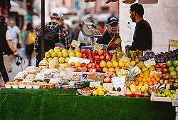 THEMENBILD - Obst- und Gemüsestand in einer Gasse, aufgenommen am 05. Oktober 2019 in Venedig, Italien // Fruit and vegetable stall in an alley, in Venice, Italy on 2019/10/05. EXPA Pictures © 2019, PhotoCredit: EXPA/Stefanie Oberhauser