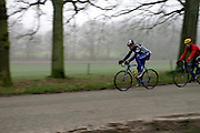 Twee wielrenners komen de Posbank bij Rheden naar beneden.<br /> <br /> Two cyclists are downhilling the Posbank nearby Rheden.
