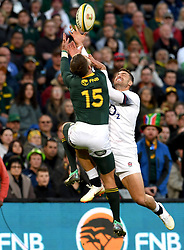 Bloemfontein. Willie le Roux and Johnny May competing for a high ball during the second rugby test between South Africa and England at Toyota Park stadiunm in Bloemfontein. Photographer: Louis Botha/African News Agency (ANA)