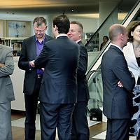 Nederland. Amsterdam. 28 april 2010..het nieuwe Stadsbestuur van Amsterdam presenteert zich in de Openbare Bibliotheek.