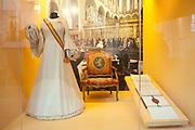 Ingehuldigd! De Oranjes en De Nieuwe Kerk. In de Nieuwe Kerk Amsterdam is een eenmalige tentoonstelling over de koninklijke inhuldigingen. Precies honderd dagen lang staan in de kerk de feestelijke en plechtige inhuldigingen van zeven generaties Oranjes centraal. Van de koningen Willem I, II en III, de koninginnen Wilhelmina, Juliana en Beatrix tot en met koning Willem-Alexander.<br /> <br /> Inaugurated! The Orange and New Church. In the New Church Amsterdam is a one-time exhibition on the royal investitures. Exactly one hundred days in the Church the festive and solemn inaugurations of seven generations of Orange Central. The kings William I, II and III, the queens Wilhelmina, Juliana and Beatrix to King Willem-Alexander.<br /> <br /> Op de foto / On the photo:  Inhuldigingsjurken van koningin Beatrix (1980) / Dresses inauguration of Queen Beatrix (1980)