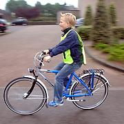 NLD/Huizen/20070522 - Start verkeersexamen basischool scholieren Huizen door wethouder Tijhaar en Veilig Verkeer Nederland