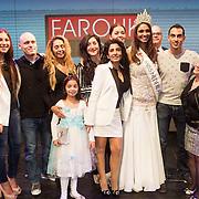 NLD/Hilversum/20131208 - Miss Nederland finale 2013, Miss Nederland Universe Tatjana Maul met haar moeder en familie