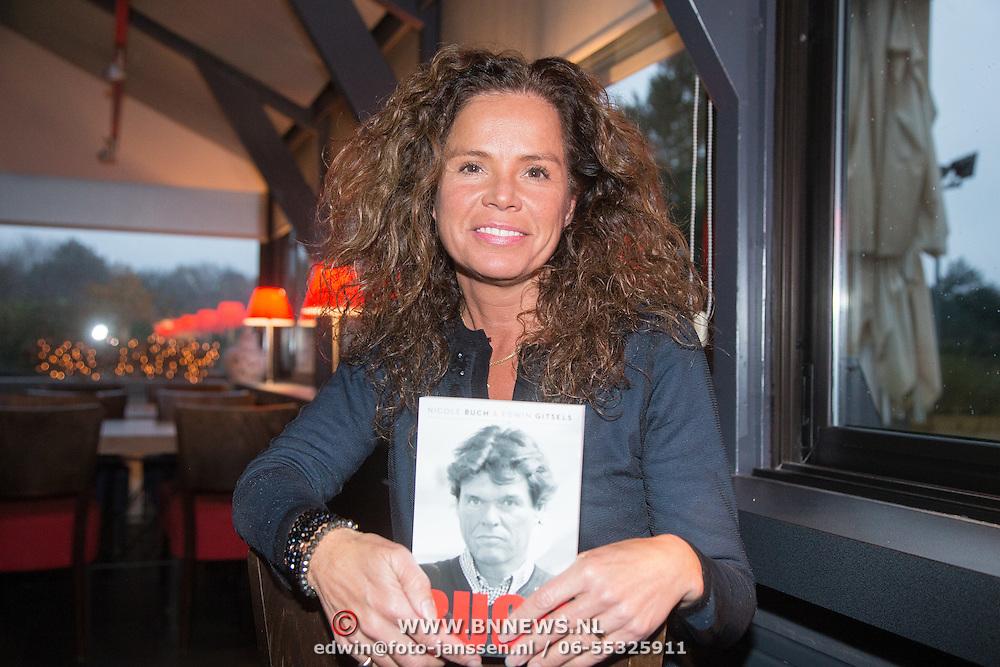 """NLD/Bloemendaal/20151124 - Boekpresentatie """"Buch"""" over het leven van Menno Buch, Nicole Buch - van Houten"""