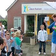 NL/Huizen/20110907 - Onthulling naambord Eben-Haezerschool door Joshua Kooij