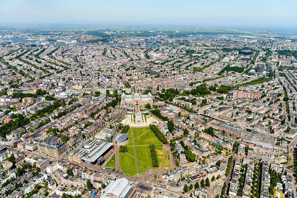Nederland, Noord-Holland, Amsterdam, 29-06-2018; Amsterdam-Zuid, Museumkwartier. Met aan het Museumplein Concert Gebouw, Rijksmuseum, Van Goghmuseum, Stedelijk Museum.   Zicht op Grachtengordel.<br /> Museum quarter.<br /> View of the old town, w belt of canals.<br /> luchtfoto (toeslag op standard tarieven);<br /> aerial photo (additional fee required);<br /> copyright foto/photo Siebe Swart