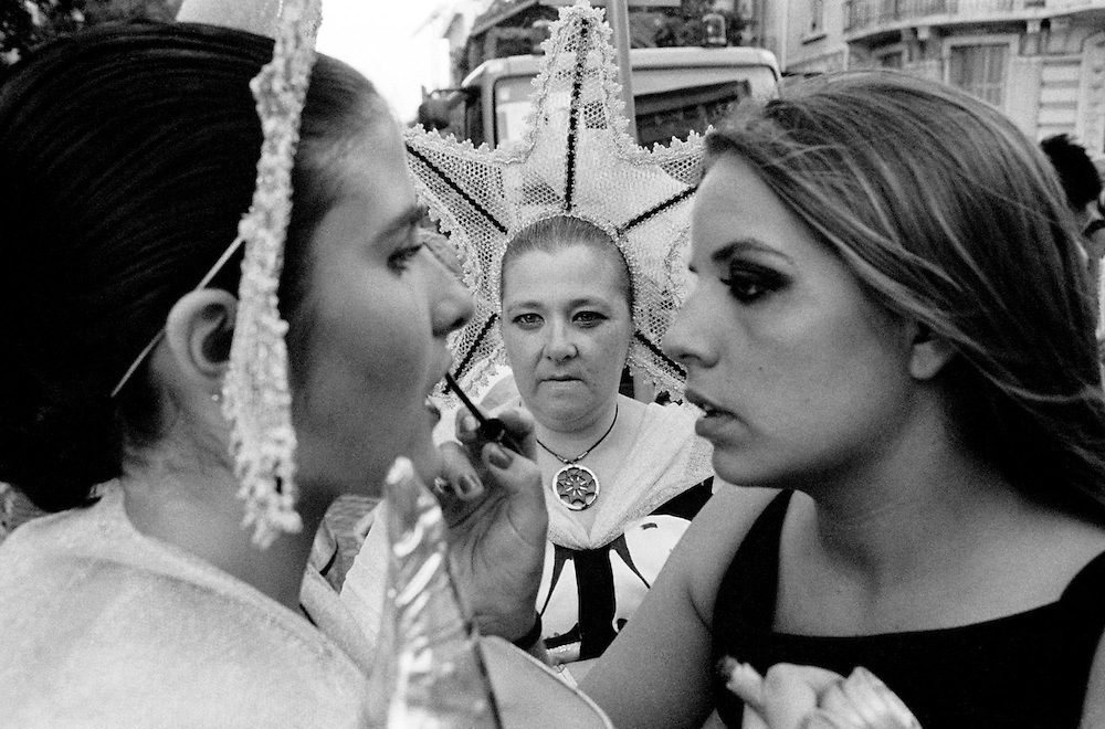 Last make-up details before Bica March starts parading in Liberdade Avenue.  The costumes and music were inspired in traditional fishsellers that used to work in the neighbourhood.