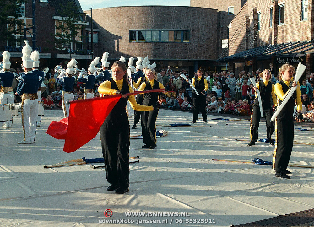 Dansdemonstratie the Pryde Oude Raadhuisplein Huizen