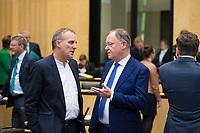 DEU, Deutschland, Germany, Berlin, 16.12.2016: Niedersachsens Umweltminister Stefan Wenzel (B90/Die Grünen) und Niedersachsens Ministerpräsident Stephan Weil (SPD), bei einer Sitzung im Bundesrat.