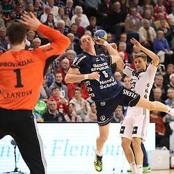 Flensburg, 08.02.17, Sport, Handball, DKB Handball Bundesliga, Saison 2016/2017, SG Flensburg-Handewitt - THW Kiel : Holger Glandorf (SG Flensburg-Handewitt, #09), Niklas Landin Jacobsen (THW Kiel, #01) beim Spiel in der Handball Bundesliga, SG Flensburg-Handewitt - THW Kiel.<br /> <br /> Foto © PIX-Sportfotos *** Foto ist honorarpflichtig! *** Auf Anfrage in hoeherer Qualitaet/Aufloesung. Belegexemplar erbeten. Veroeffentlichung ausschliesslich fuer journalistisch-publizistische Zwecke. For editorial use only.