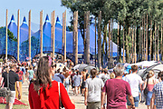 Nederland, Beuningen, Ewijk, 29-6-2018 Ook op de eerste dag konden festivalgangers van het festival Down the Rabbit Hole , dtrh naar binnen en hun tent opzetten. Het is warm en komende dagen blijft het zomerse weer . Vandaag begon het driedaagse festival bij Nijmegen. . Foto: Flip Franssen