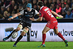 Justin Tipuric of Ospreys in action during todays match<br /> <br /> Photographer Craig Thomas/Replay Images<br /> <br /> Guinness PRO14 Round 11 - Ospreys v Scarlets - Saturday 22nd December 2018 - Liberty Stadium - Swansea<br /> <br /> World Copyright © Replay Images . All rights reserved. info@replayimages.co.uk - http://replayimages.co.uk