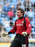 Photo: Mark Stephenson.<br />Coventry City v Queens Park Rangers. Coca Cola Championship. 07/04/2007. QPR's goal keeper Lee Camp celabrates with fans after the game