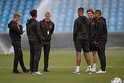 De danske spillere besigtiger banen før U21 EM2021 Kvalifikationskampen mellem Danmark og Ukraine den 4. september 2020 på Aalborg Stadion (Foto: Claus Birch).