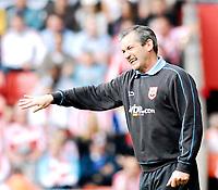 Photo: Alan Crowhurst.<br />Southampton v Sunderland. Coca Cola Championship. 09/04/2007. Southampton manager George Burley.