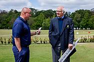 25-05-2019 Foto's van dag 2 van het Lauswolt Open 2019, gespeeld op Golf & Country Club Lauswolt in Beetsterzwaag, Friesland.<br /> Ralph Miller heeft onderonsje met de starter