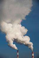 Bialystok, 03.01.2016. n/z dym z komina elektrocieplowi w siarczysty mroz fot Michal Kosc / AGENCJA WSCHOD