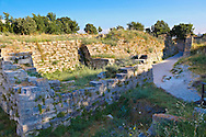 Portion of the walls & entrance gate of Troy (VII), identified as the site of the Trojan War (ca. 1200 BC). Troy archaeological site, A UNESCO World Heritage Site, Turkey .<br /> <br /> If you prefer to buy from our ALAMY PHOTO LIBRARY  Collection visit : https://www.alamy.com/portfolio/paul-williams-funkystock/troy-archaeological-site-turkey.html<br /> <br /> Visit our ANCIENT WORLD PHOTO COLLECTIONS for more photos to download or buy as wall art prints https://funkystock.photoshelter.com/gallery-collection/Ancient-World-Art-Antiquities-Historic-Sites-Pictures-Images-of/C00006u26yqSkDOM