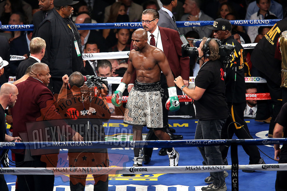 LAS VEGAS, NV - SEPTEMBER 13: Floyd Mayweather Jr. is seen in the ring before he fights Marcos Maidana for the WBC/WBA welterweight title at the MGM Grand Garden Arena on September 13, 2014 in Las Vegas, Nevada. (Photo by Alex Menendez/Getty Images) *** Local Caption *** Floyd Mayweather Jr.