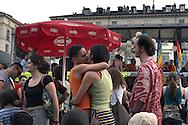 Torino, Gay Pride 2006:bacio di una coppia di lesbiche