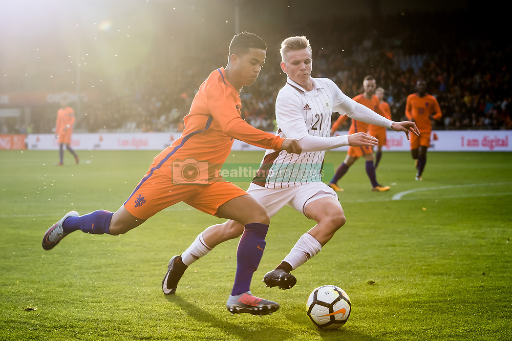 (L-R) Justin Kluivert of Jong Oranje, Grinbergs Janis of Jong Letland during the EURO U21 2017 qualifying match between Netherlands U21 and Latvia U21 at the Vijverberg stadium on October 06, 2017 in Doetinchem, The Netherlands