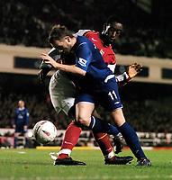 Fotball<br /> Carling cup 2004/05<br /> Arsenal v Everton<br /> 9. november 2004<br /> Foto: Digitalsport<br /> NORWAY ONLY<br /> JAMES MCFADDEN (EVERTON)<br /> JOHAN DJOUROU (ARSENAL)