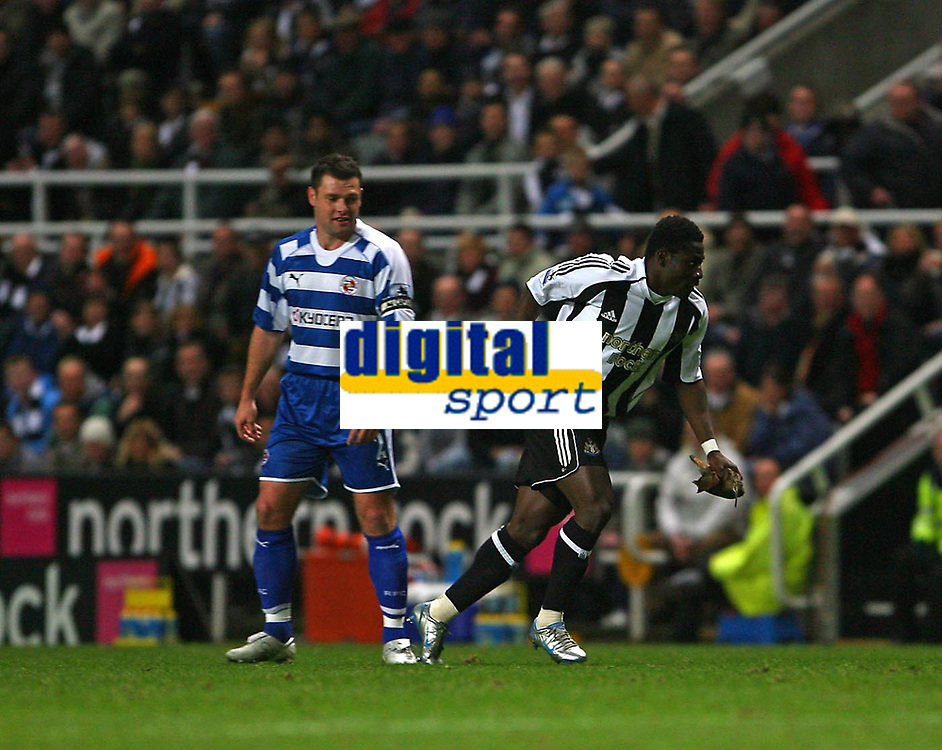 Photo: Andrew Unwin.<br /> Newcastle United v Reading. The Barclays Premiership. 06/12/2006.<br /> Newcastle's Obafemi Martins (R) captures the bird that has strayed onto the pitch.