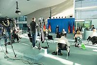 20 MAY 2020, BERLIN/GERMANY:<br /> Angela Merkel, CDU, Budneskanzlerin, gibt ein Pressestatement zur vorangegangenen Videokonferenz mit den mit den Vorsitzenden internationaler Wirtschafts- und <br /> Finanzorganisationen, Sitzordnung mit Abstand zur Vermeidung von Corona-Infektionen, Bundeskanzleramt<br /> IMAGE: 20200520-01-011<br /> KEYWORDS: Pressekonferenz