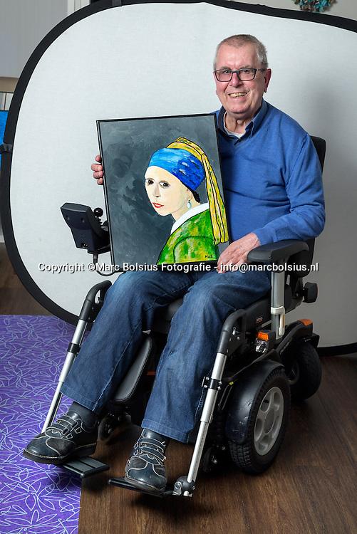 Nederland,  Roosendaal, amateur schilder Hans van der Sloot voor de serie Oude Meesters
