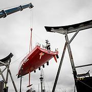 © Maria Muina I MAPFRE. Haul out the boat for the refit in Auckland. Sacando el barco del barco para su puesta a punto en Auckland,