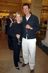 ANTONY GORMLEY and ALISON JACKSON at a party to celebrate the 150th anniversary of the V&A museum, Cromwell Road, London on 26th June 2007.<br />