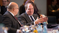 DEU, Deutschland, Germany, Berlin, 14.12.2016: Kanzleramtsminister Peter Altmaier (CDU) und Dr. Helge Braun (CDU), Staatsminister für die Bund-Länder-Koordination im Kanzleramt, vor Beginn der 129. Kabinettsitzung im Bundeskanzleramt.