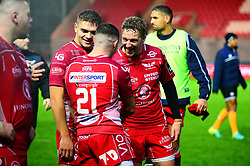 Scarlet players celebrate at the end of the game  - Mandatory by-line: Dougie Allward/JMP - 02/11/2019 - RUGBY - Parc y Scarlets - Llanelli, Wales - Scarlets v Toyota Cheetahs - Guinness PRO14