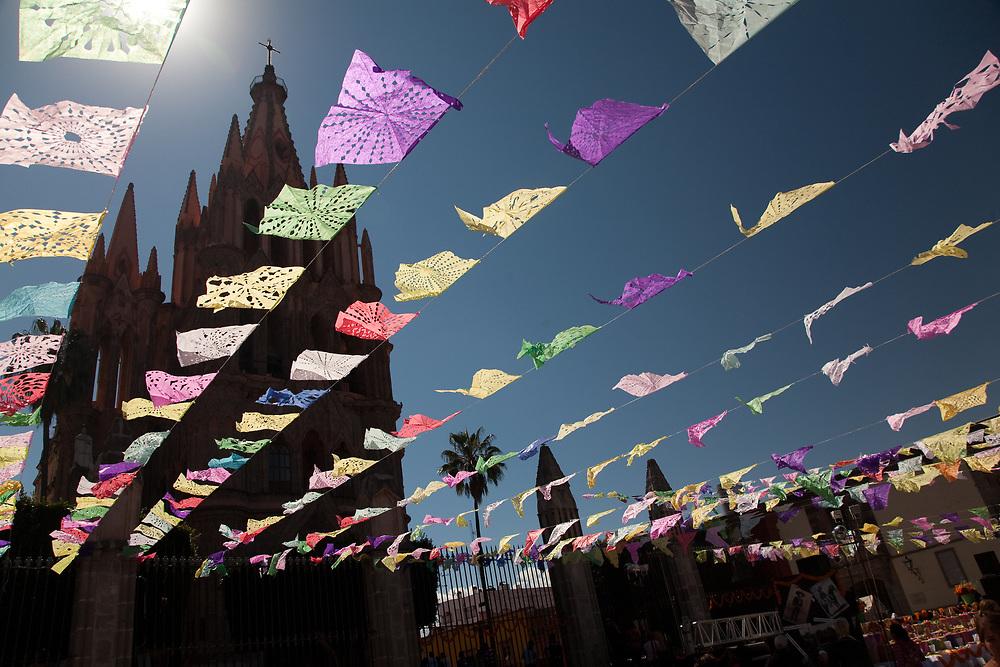 """North America, Mexico, San Miguel de Allende, La Parroquia de San Miguel Church and streamers of tissue paper flags, known as """"Papel Picado"""""""