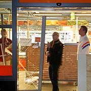NLD/Huizen/20120307 - Rankraak bij de C1000 in Huizen, volgens geruchten een wraakacie nav een arrestatie s'morgens nav een diefstal