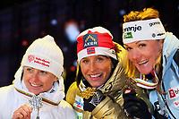 Langrenn<br /> VM 2011 Holmenkollen Norge<br /> 24.02.2011<br /> Foto: Gepa/Digitalsport<br /> NORWAY ONLY<br /> <br /> FIS Nordische Ski Weltmeisterschaften 2011, Holmenkollen, 1,3km Sprint der Damen, Freistil, Siegerehrung, Medaillenvergabe. <br /> <br /> Bild zeigt Ariana Follis (ITA), Marit Bjørgen (NOR) und Petra Majdic (SLO).