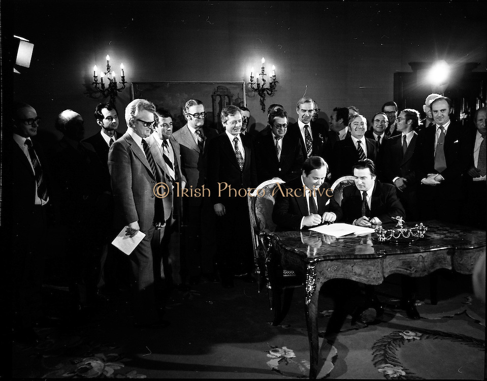 29/03/1976<br /> 03/29/1976<br /> 29 March 1976<br /> Petroleum exploration licences signed at Iveagh House, Dublin. Minister for Industry and Commerce, Mr Justin Keating T.D. and senior oil company executives representing the firms to which licences were being granted signed petroleum exploration licences in respect of exploration offshore of Ireland. Image shows The Minister (seated right) signing the licence with Dr Guido Schurmeyer, Managing Director, Deminex Ireland Limited, representing Deminex group including Mobil Oil, AMOCO, Transinternational, OMV, DSM and Ivernia Exploration.