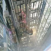La terrasse de l'Institut du monde arabe offre une très belle vue de la Seine mais son ascenseur n'est pas mal non plus ;-)<br /> <br /> The Arab World Institute offers a nice view of river Seine but its lift is pretty cool too ;-)