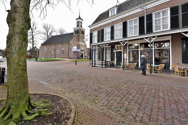 Nederland, Bronckhorst, 18-1-2018Beeld uit de gemente Bronckhorst. Het dorp Hummelo en de protestantse kerk en Hotel De Gouden Karper.Foto: Flip Franssen