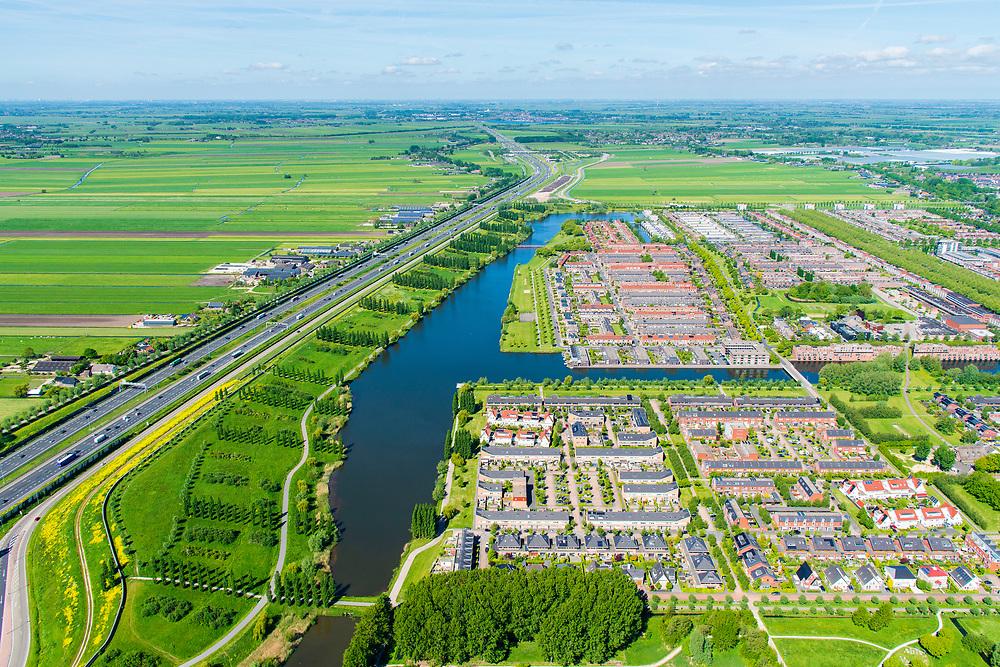 Nederland, Utrecht, Leidsche Rijn, 13-05-2019; stadsdeel Leidsche Rijn met subwijken Veldhuizen en De Meern, op de grens met de weilanden van de Rijnenburg, aan geen zijde van rijksweg A12.<br /> The new residential area Leidsche Rijn, bordering the country site.<br /> <br /> luchtfoto (toeslag op standard tarieven);<br /> aerial photo (additional fee required);<br /> copyright foto/photo Siebe Swart