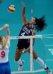 01-10-2014 ITA: World Championship Volleyball Servie - Nederland, Verona<br /> Nederland verliest met 3-0 van Servie em is uitgeschakeld voor de final 6 / Celeste Plak slaat de bal langs Brankica Mihajlovic