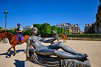 France, Paris (75), jardin du Carrousel, Monument à Cézanne du sculpteur Aristide Maillol datant de 1925 avec le Louvre en arrière-plan // France, Paris, Carrousel garden, Monument to Cézanne by sculptor Aristide Maillol dating from 1925 with the Louvre in the backgroundduring the lockdown of Covid 19