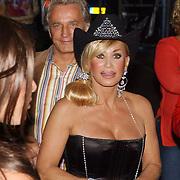 NLD/Amsterdam/20050806 - Gaypride 2005, optreden Vanessa, Hans Breukhoven en Conny