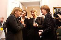 07 JAN 2004, BERLIN/GERMANY:<br /> Angela Merkel, CDU, Bundesvorsitzende, Katrin Goering-Eckardt, B90/Gruene Fraktionsvorsitzende, Marianne Birthler, Bundesbeauftrage für Stasi Unterlagen, und Krista Sager, B90/Gruene Fraktionsvorsitzende, im Gespraech, Neujahrsempfang des Bundespraaesidenten, Schloss Bellevue<br /> IMAGE: 20040107-01-038<br /> KEYWORDS: Empfang, Neujahr, Katrin Göring-Eckardt, Gespräch
