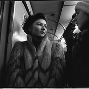 1992-december. Rusland-Moskou.<br /> Metro, Russchische vrouwen in bontkleding.<br /> Foto: Sake Elzinga
