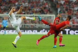 05.08.2015, Allianz Arena, Muenchen, GER, AUDI CUP, FC Bayern Muenchen vs Real Madrid, im Bild vl. Asier Illarramendi (Real Madrid) und Douglas Costa (FC Bayern Muenchen) im Duell. Hinten schaut Arturo Vidal (FC Bayern Meunchen) zu. // during the 2015 Audi Cup Match between FC Bayern Munich and Real Madrid at the Allianz Arena in Muenchen, Germany on 2015/08/05. EXPA Pictures © 2015, PhotoCredit: EXPA/ Eibner-Pressefoto/ Stuetzle<br /> <br /> *****ATTENTION - OUT of GER*****