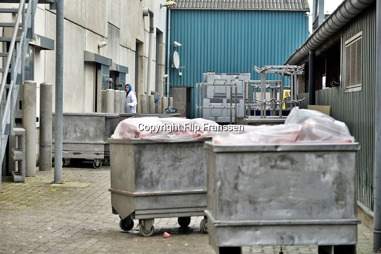 Nederland, Dodewaard, 30-1-2014 Slachterij Van Hattem staat onder verdenking door de nederalndse voedsel en waren autoriteit van het vermengen van rundvlees met paardenvlees. In de bedrijfswinkel wordt eigen verwerkt vlees verkocht aan particulieren. Foto: Flip Franssen