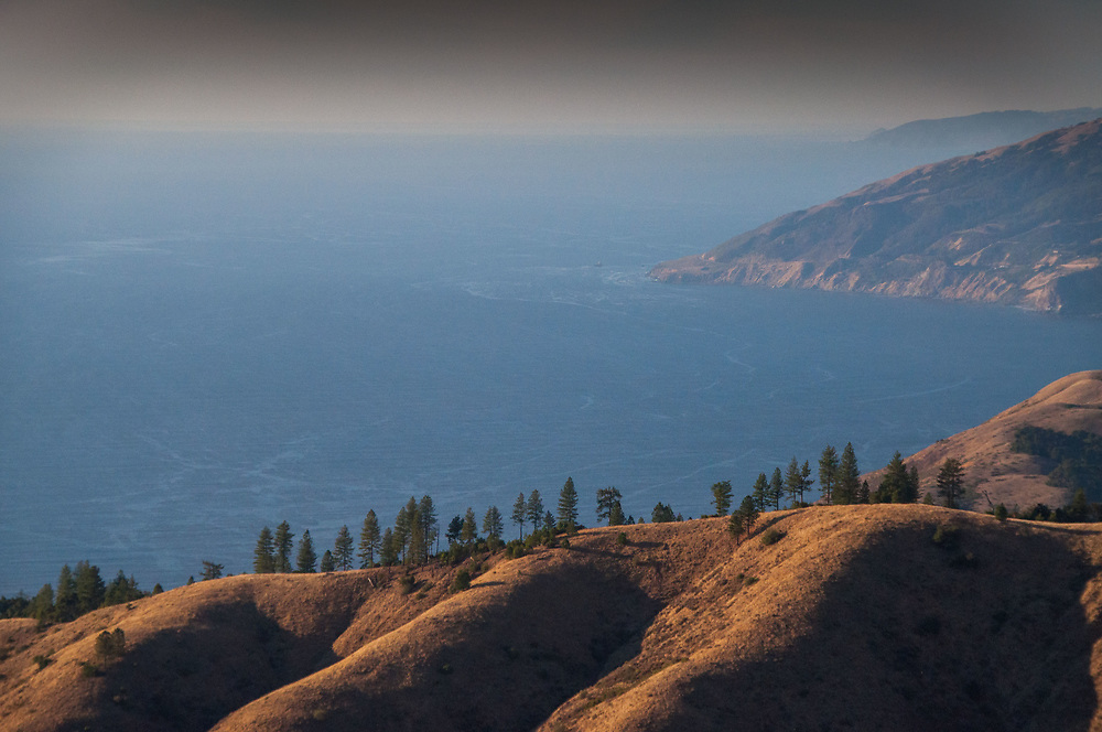 View to the Pacific Ocean from Plaskett Ridge, Los Padres National Forest, Big Sur, California, US